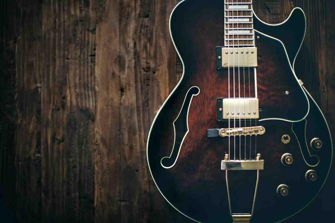 Est-ce difficile d'apprendre à jouer de la guitare ?